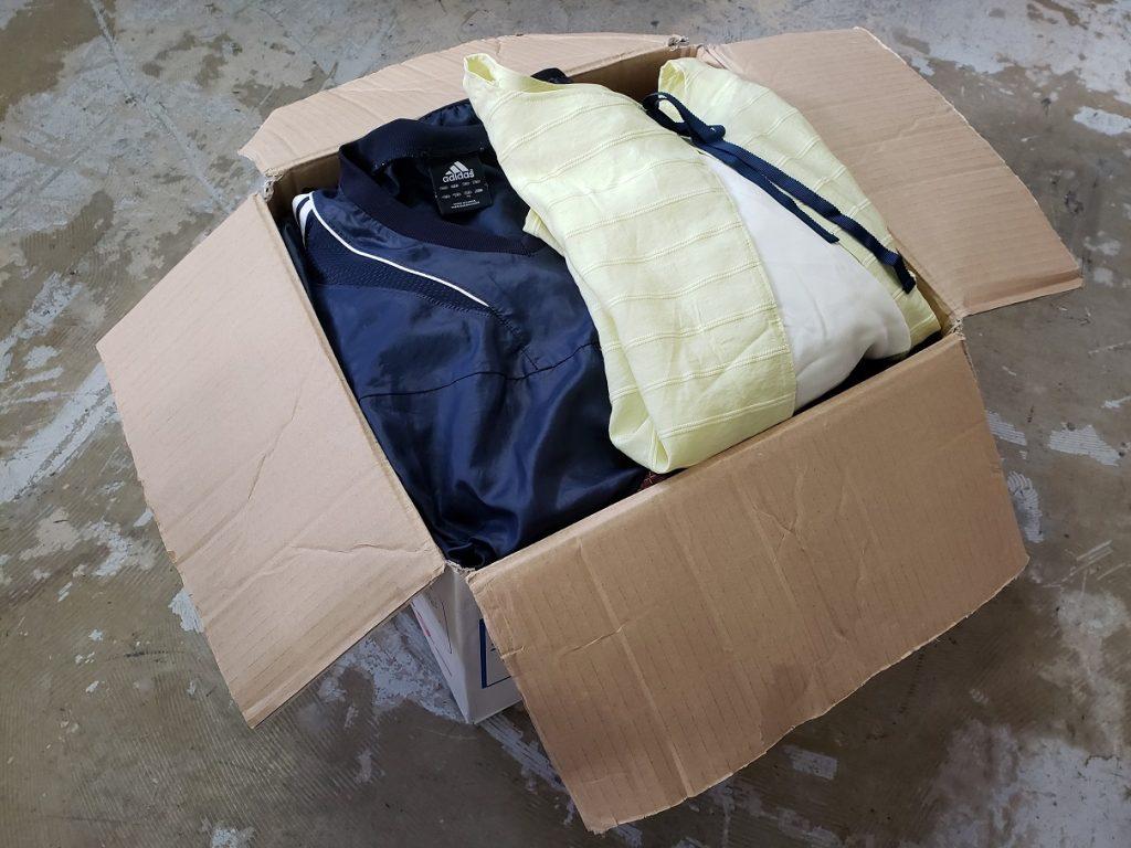 宅配衣類寄付